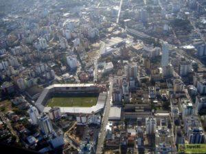 Vista aérea do estádio Heriberto Hülse em Criciúma, SC